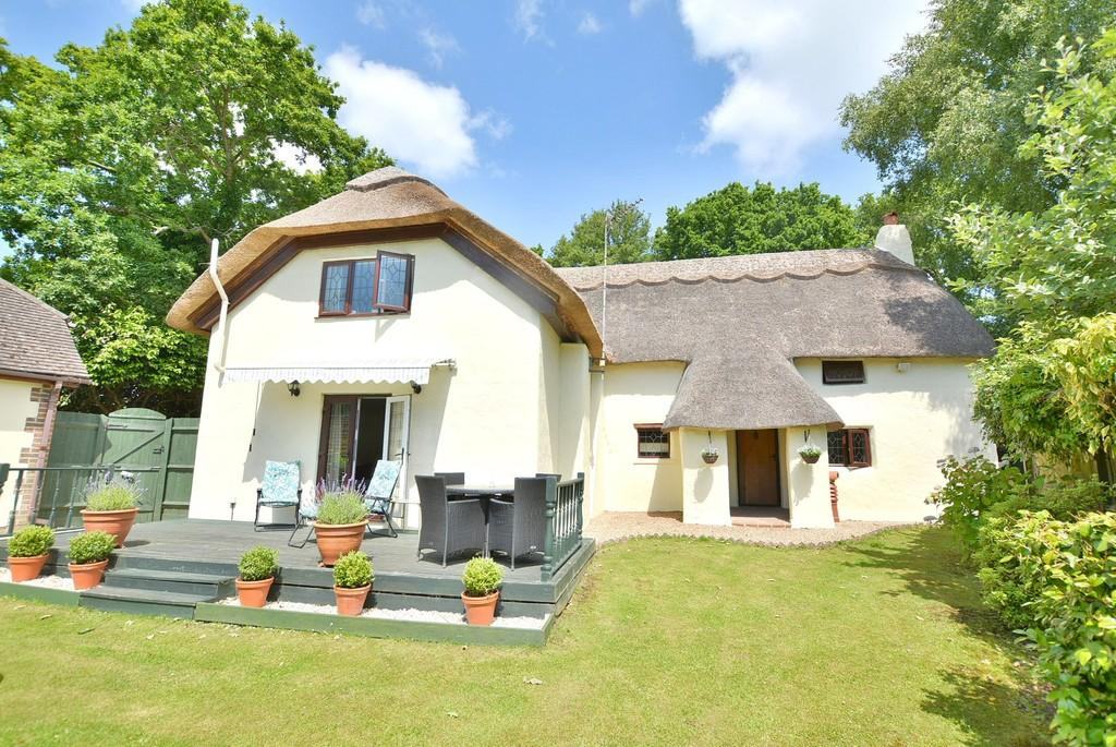 3 Bedrooms Detached House for sale in Wimborne Road West, Wimborne