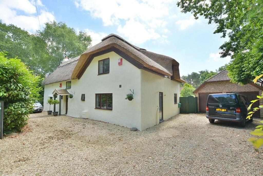 3 Bedrooms Cottage House for sale in Wimborne Road West, Wimborne