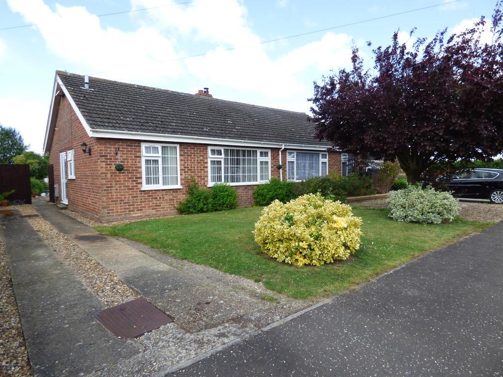 2 Bedrooms Semi Detached Bungalow for sale in Farrow Close, Great Moulton