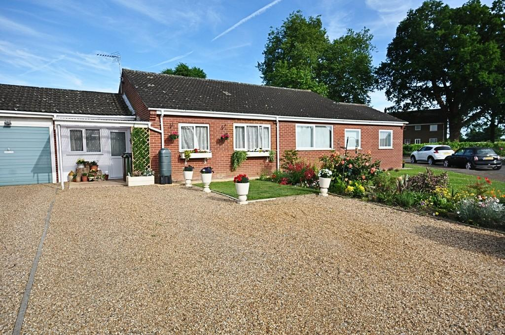 2 Bedrooms Semi Detached Bungalow for sale in Merlewood, Dickleburgh
