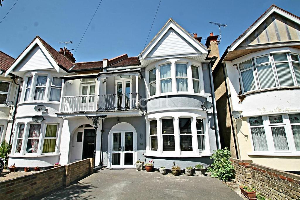 4 Bedrooms End Of Terrace House for sale in Shaftesbury Avenue, Southend on Sea