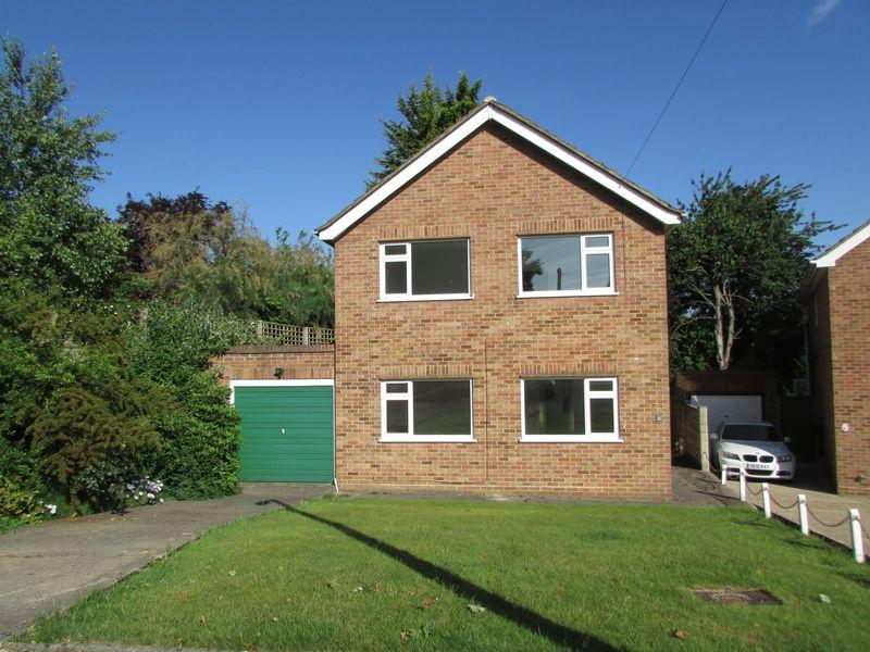 3 Bedrooms Detached House for sale in Ridgecroft Close, Bexley