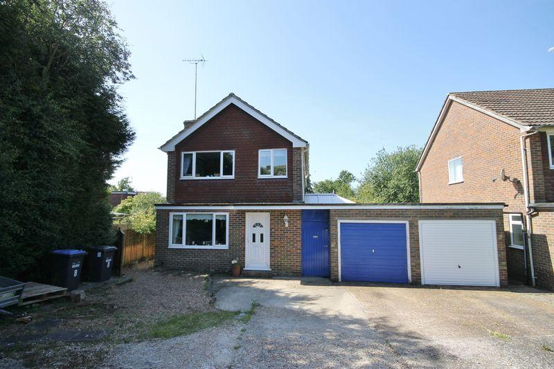 3 Bedrooms Detached House for sale in Valebridge Close, Burgess Hill, West Sussex