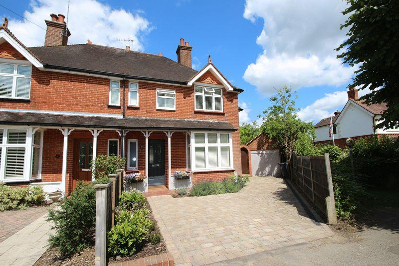 4 Bedrooms Semi Detached House for sale in Mead Road, Cranleigh