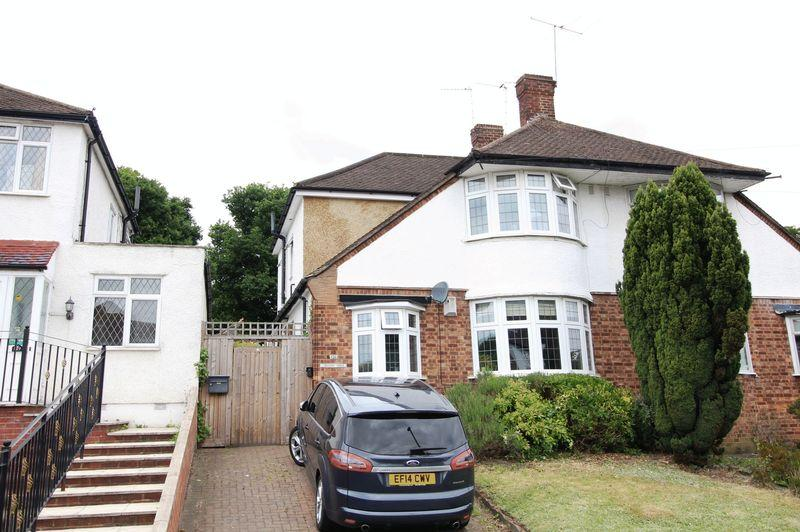 4 Bedrooms Semi Detached House for sale in Gallants Farm Road, East Barnet