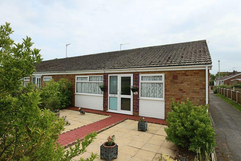 2 Bedrooms Terraced Bungalow for sale in Manor Walk, Lowestoft