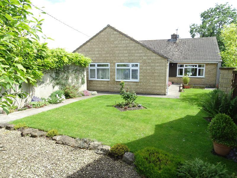 4 Bedrooms Detached Bungalow for sale in Southbrook Road, Melksham