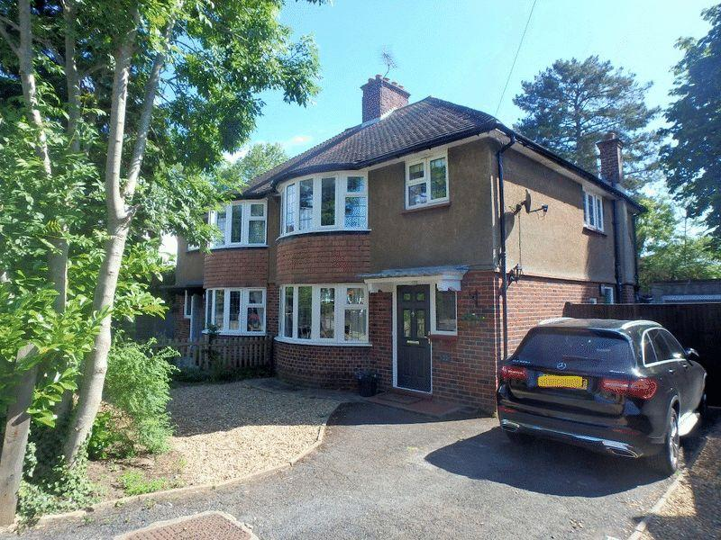 3 Bedrooms Semi Detached House for sale in Digdens Rise, Epsom