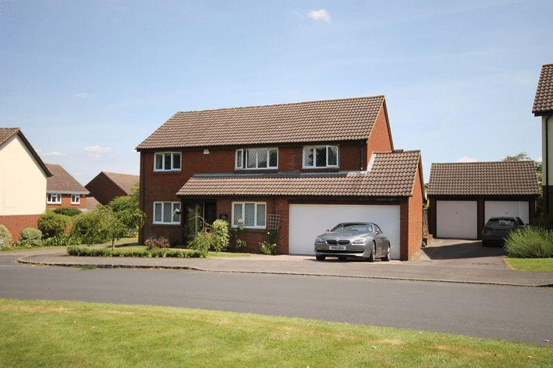 5 Bedrooms Detached House for sale in FETCHAM/BOOKHAM BORDERS