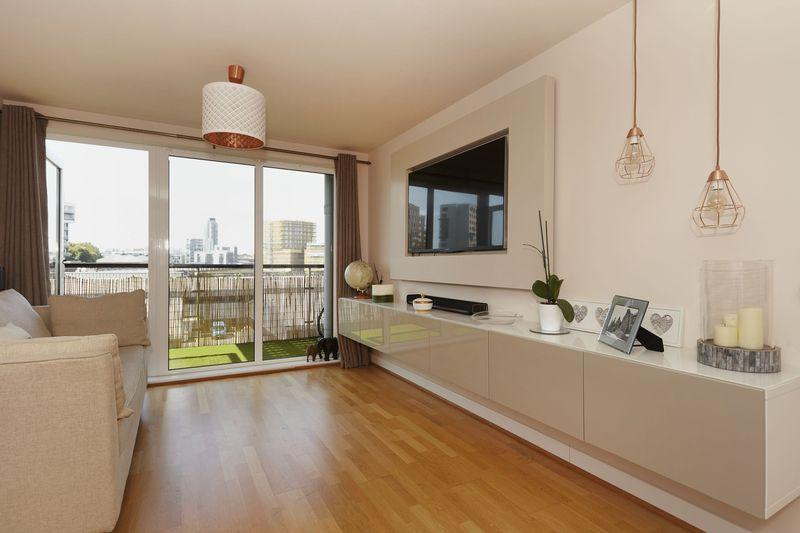2 Bedrooms Apartment Flat for sale in Tarves Way, Greenwich, SE10
