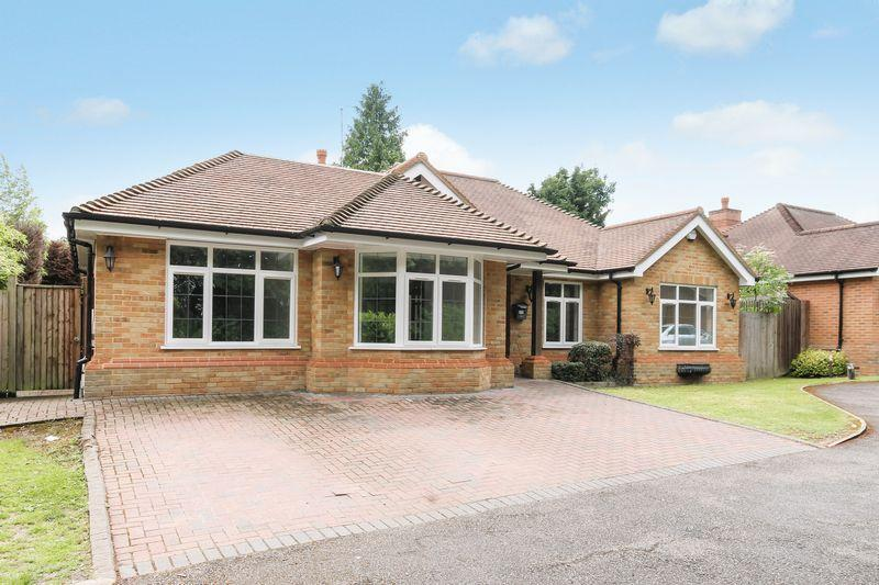 4 Bedrooms Detached Bungalow for sale in ASHTEAD
