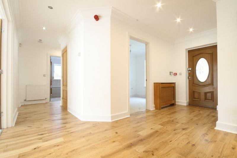 4 Bedrooms Detached Bungalow for sale in ASHTEAD