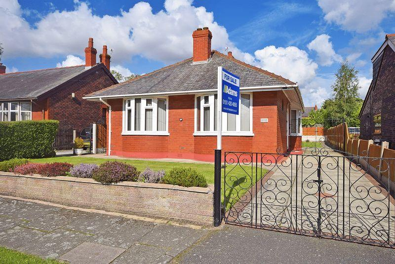 2 Bedrooms Detached Bungalow for sale in Windsor Road, Widnes