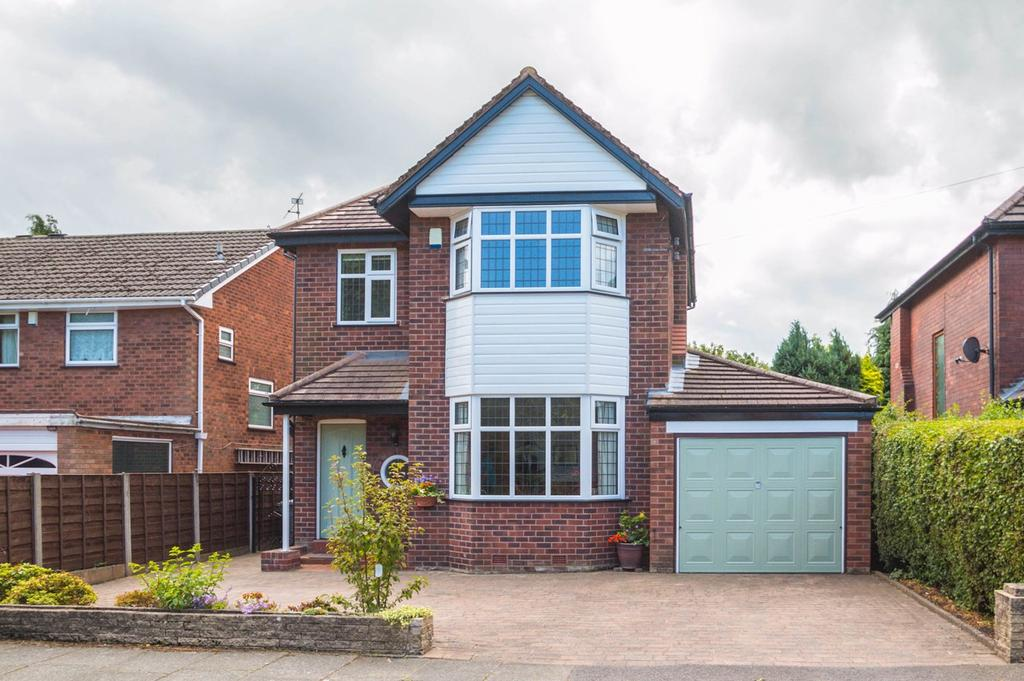 3 Bedrooms Detached House for sale in Ullswater Road, Flixton, Manchester, M41