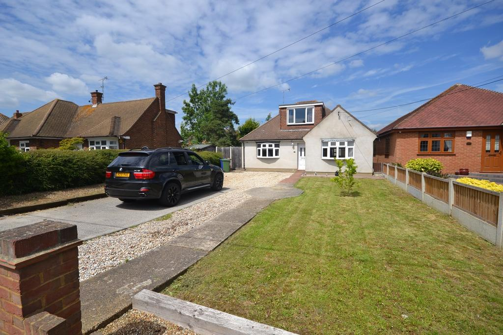 3 Bedrooms Chalet House for sale in Branksome Avenue, Stanford-le-Hope, SS17