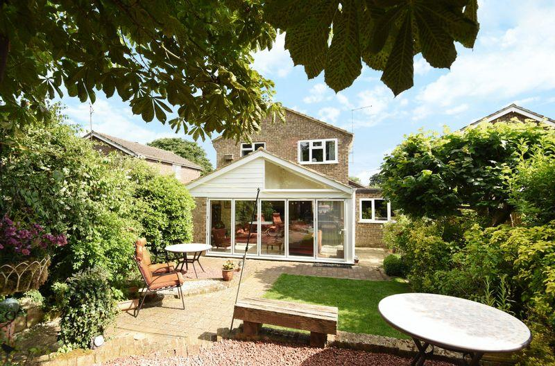 4 Bedrooms Detached House for sale in Haddenham, Buckinghamshire
