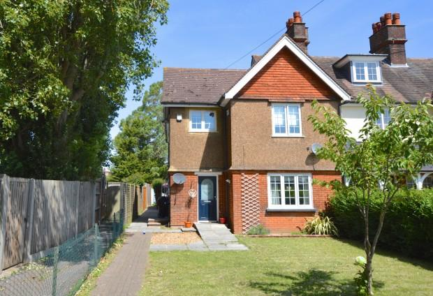 2 Bedrooms Maisonette Flat for sale in Kingston Road, Leatherhead, KT22