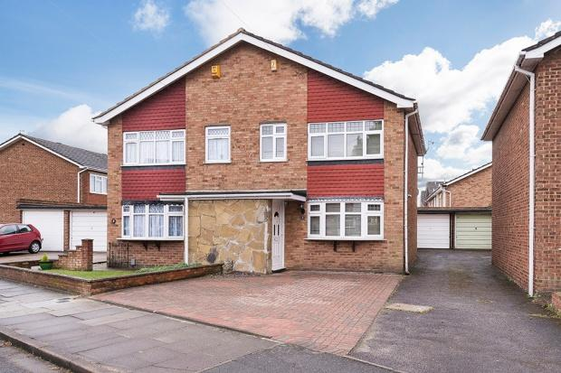 3 Bedrooms Semi Detached House for sale in Clare Way, Bexleyheath, DA7