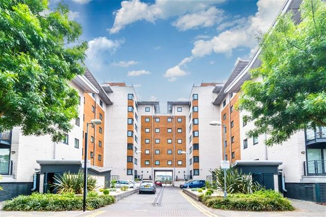 2 Bedrooms Flat for sale in Inverness Mews, Royal Docks