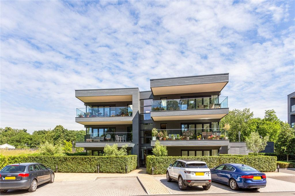 3 Bedrooms Flat for sale in Halcyon Close, Barnes, London, SW13