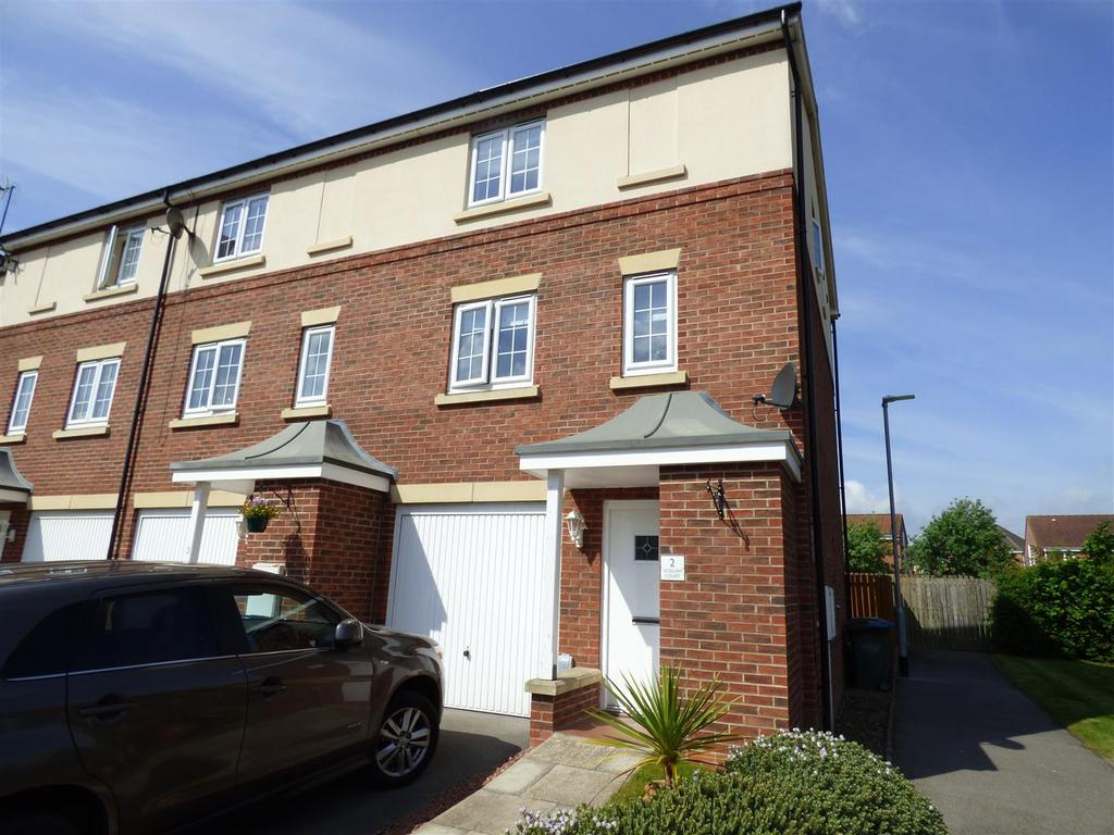 3 Bedrooms Town House for sale in Acklam Court, Beverley, East Yorkshire, HU17 0FN