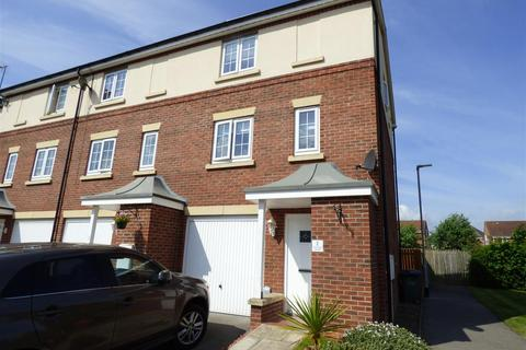 3 bedroom townhouse for sale - Acklam Court, Beverley, East Yorkshire, HU17 0FN