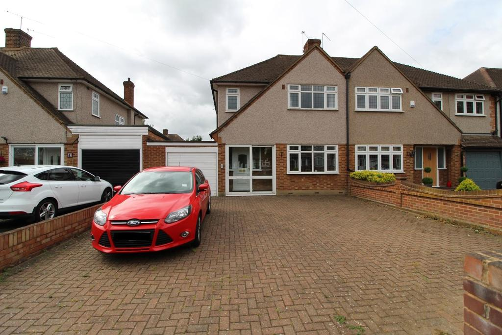 3 Bedrooms Semi Detached House for sale in Fleet Close, Upminster, Essex, RM14