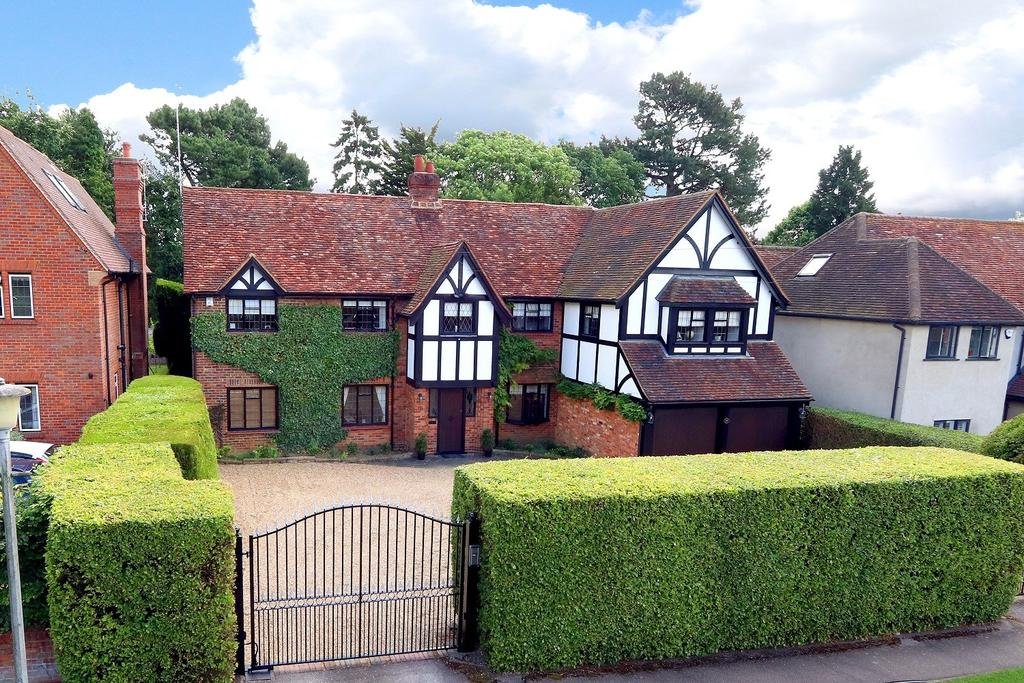 5 Bedrooms Detached House for sale in Eghams Wood Road, Beaconsfield, HP9