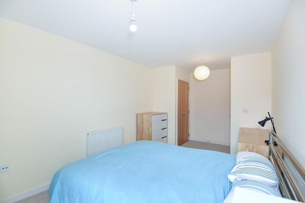 2 Bedrooms Flat for sale in Uxbridge Road, Ealing