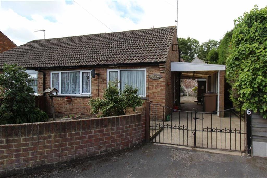 2 Bedrooms Semi Detached Bungalow for sale in Church Close, Bridlington, YO16
