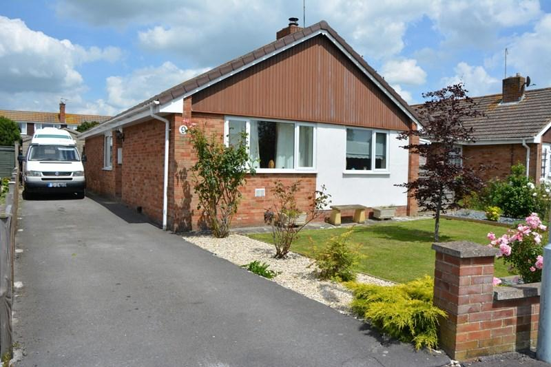 3 Bedrooms Detached Bungalow for sale in Blakes Crescent, Highbridge
