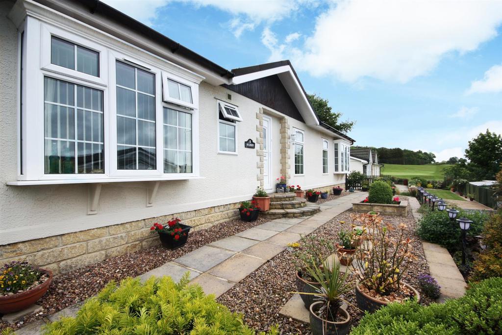 2 Bedrooms Bungalow for sale in Dean Lane, Hawksworth, Leeds