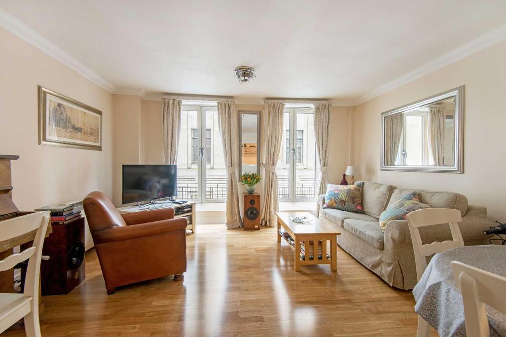 2 Bedrooms Flat for sale in Carthusian Street, EC1M