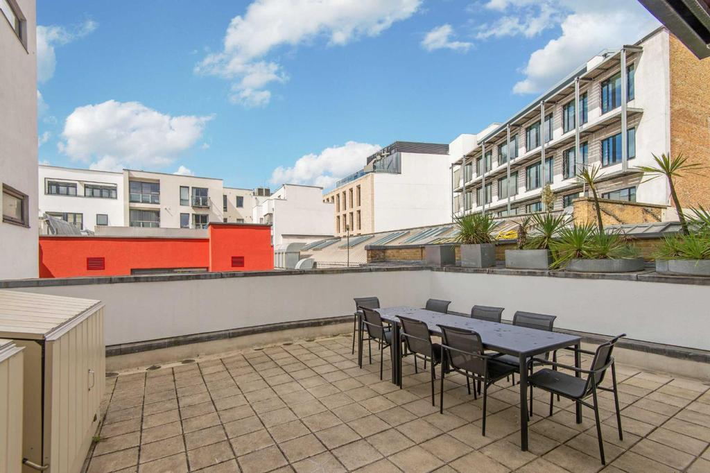 2 Bedrooms Flat for sale in Britton Street, EC1M