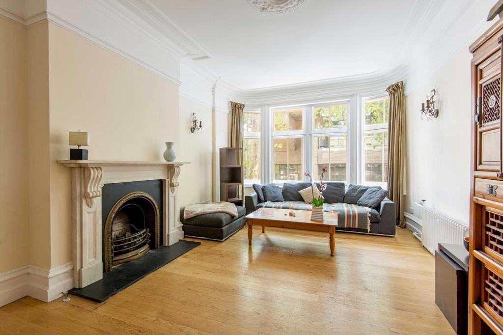 3 Bedrooms Flat for sale in Bedford Court Mansions, WC1B