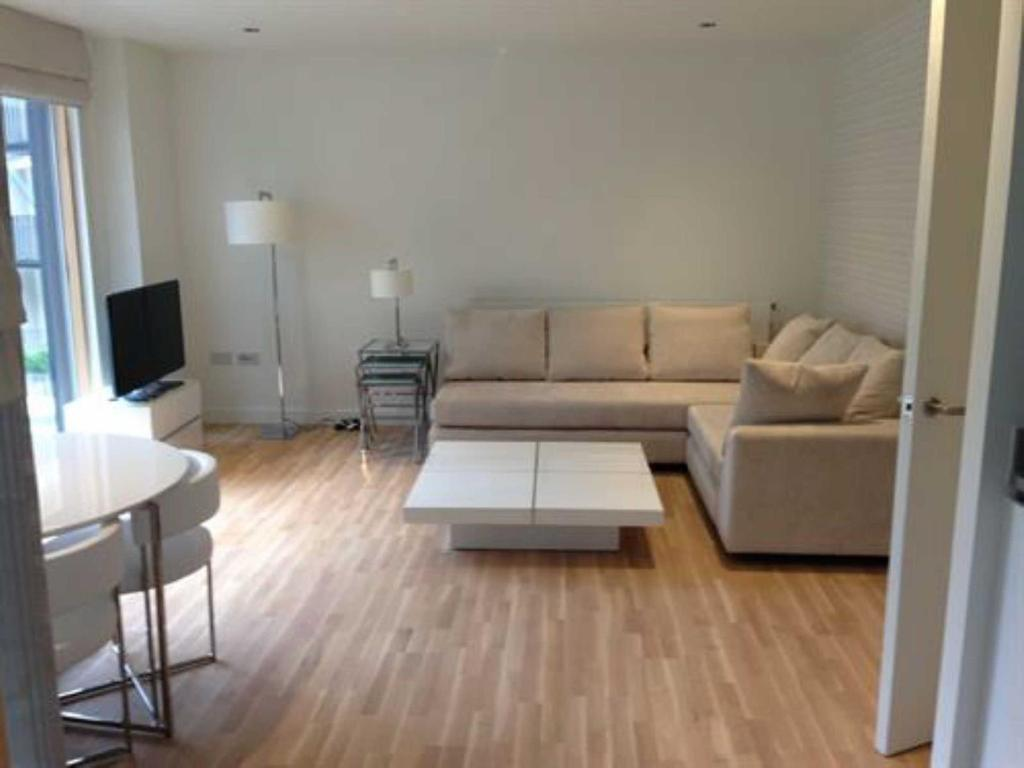 2 Bedrooms Flat for sale in Wapping Lane, E1W