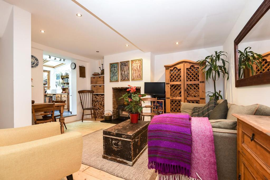 3 Bedrooms Flat for sale in Bellefields Road, Brixton, SW9