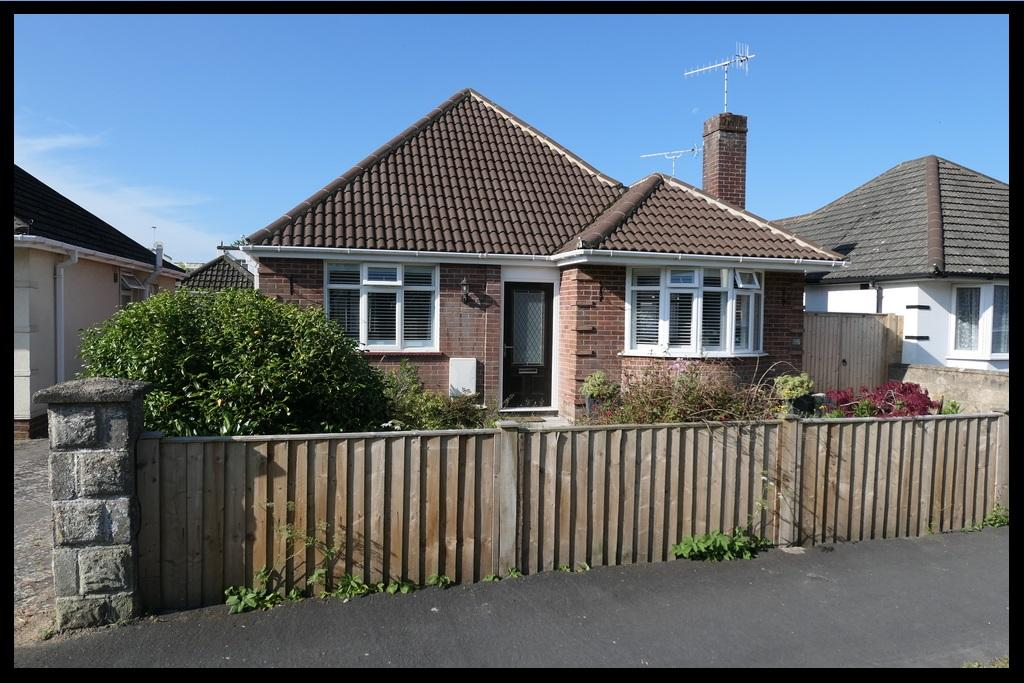 4 Bedrooms Detached Bungalow for sale in Kinross Road, Totton, Southampton SO40