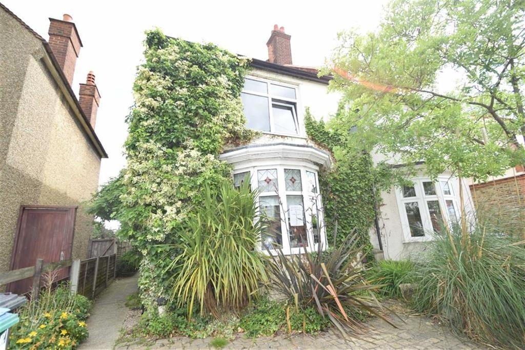 3 Bedrooms Semi Detached House for sale in Hagden Lane, West Watford, Herts