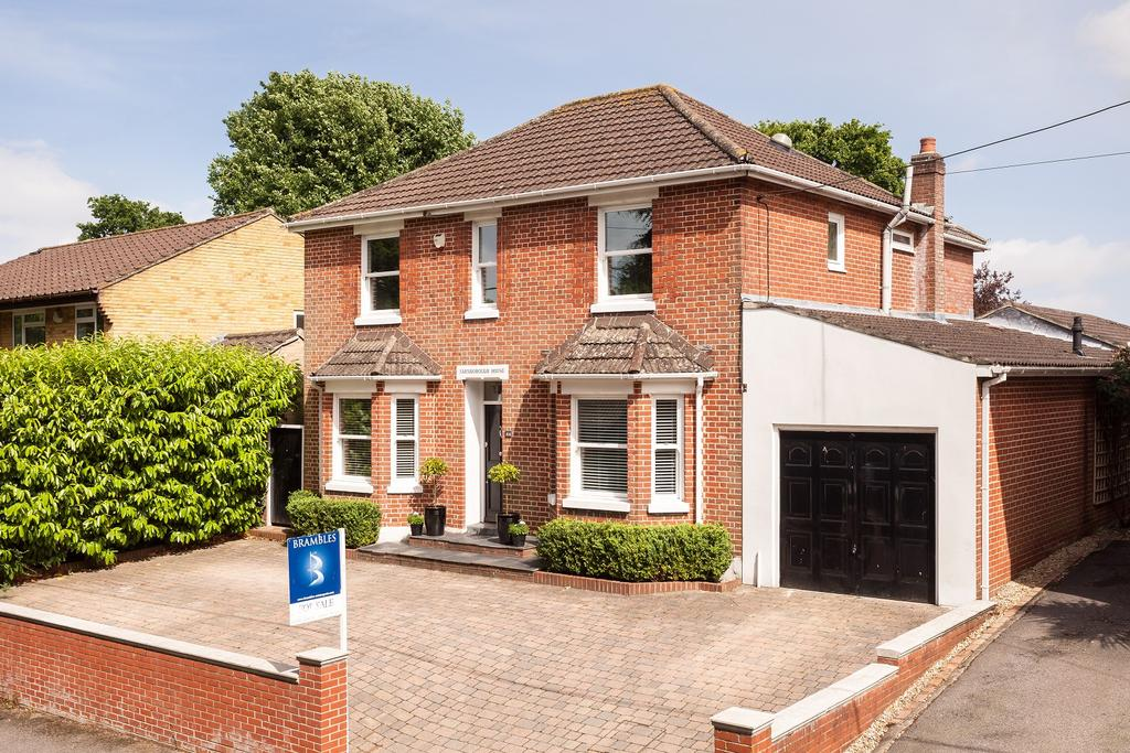 4 Bedrooms Detached House for sale in Hound Road, Netley Abbey, Southampton SO31