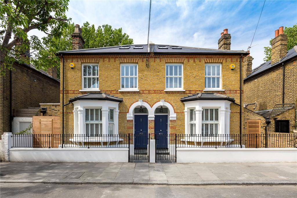 4 Bedrooms Semi Detached House for sale in Orbel Street, London, SW11