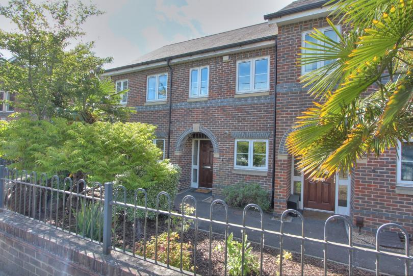 2 Bedrooms Terraced House for sale in Allbrook Hill, Allbrook, Eastleigh