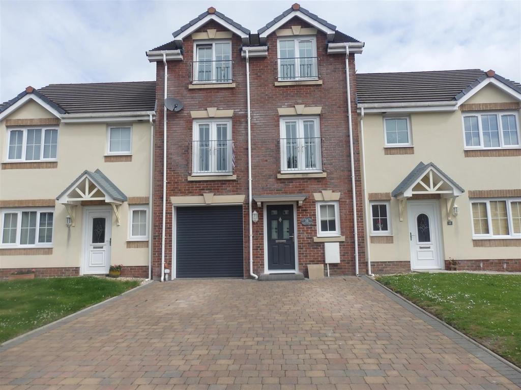 4 Bedrooms Terraced House for sale in Clos Y Gerddi, Bynea, Llanelli