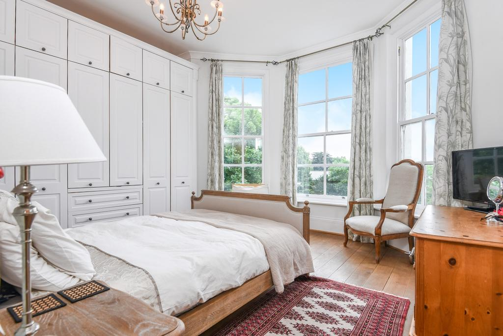 2 Bedrooms Flat for sale in St. Johns Park, London, SE3