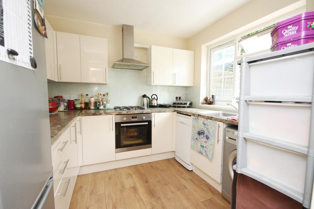 4 Bedrooms Terraced House for sale in Norbroke Street, East Acton, London W12