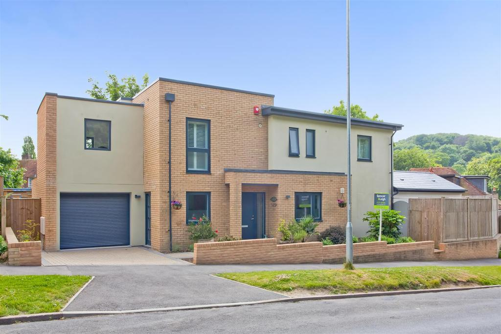 4 Bedrooms Detached House for sale in Vale Avenue, Patcham Village, Brighton