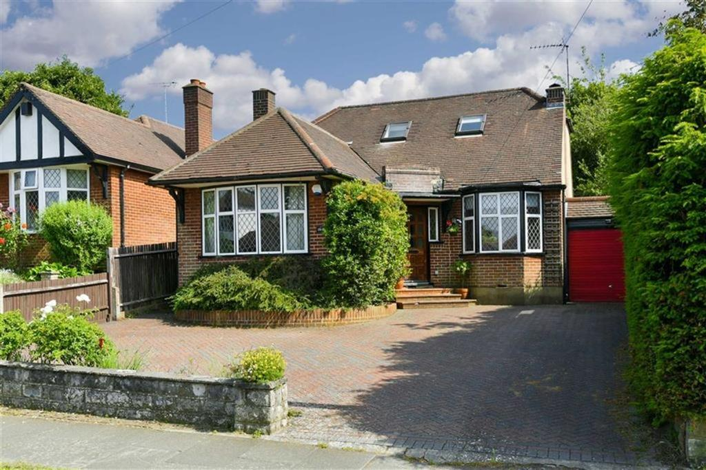3 Bedrooms Detached House for sale in Chapel Way, Epsom, Surrey