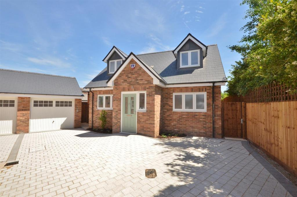 3 Bedrooms Detached House for sale in South Luton