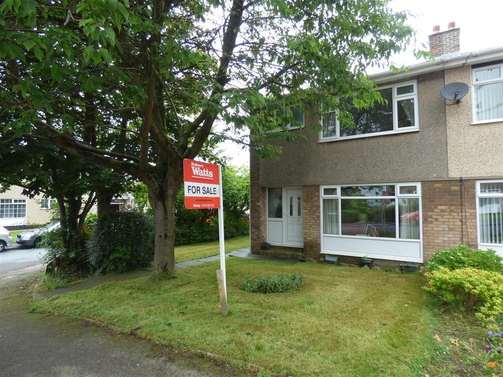 3 Bedrooms Semi Detached House for sale in Dean Beck Court, Bradford, BD6 1DF