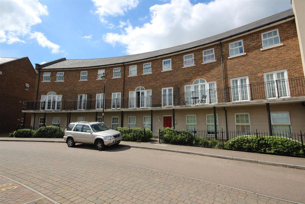 2 Bedrooms Apartment Flat for sale in Palladian Circus, Ingress Park, Greenhithe